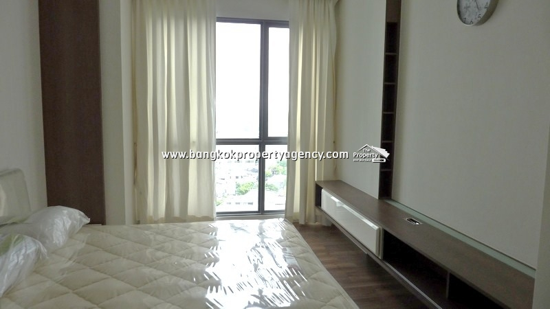 The Room Sukhumvit 62: 1 bed spacious and well decorated, next to BTS