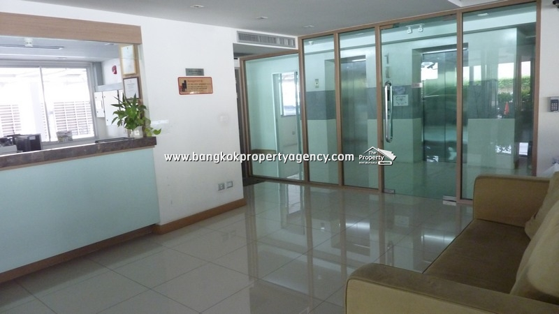 Tree Condo Sukhumvit 52: Large 1 bed 59 sqm corner unit, well decorated
