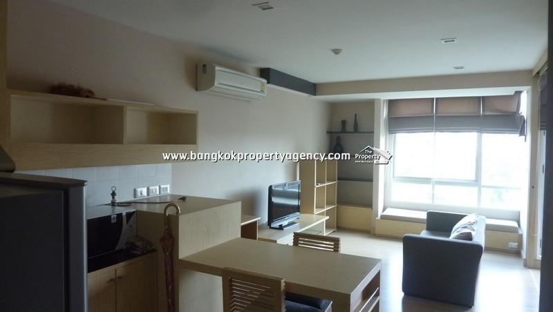 Tree Condo Sukhumvit 52: Well decorated 1 bedroom condo close to BTS