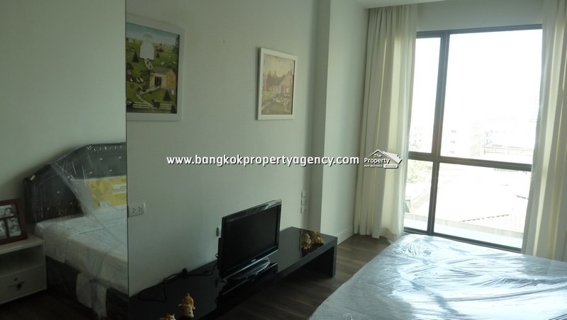 The Room Sukhumvit 62: Spacious 1 bed condo, well decorated next to BTS