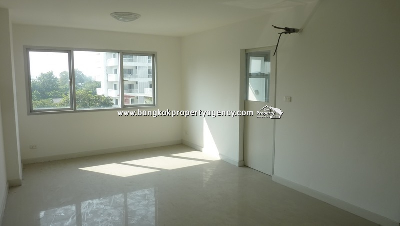 Condo One Thonglor: 30 sqm unfurnished studio room, mid floor