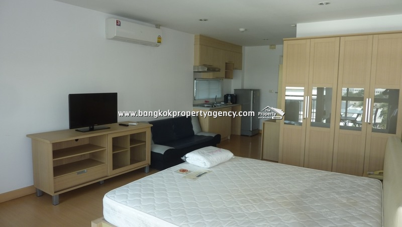 Plus 38 Thonglor: 30 sqm fully furnished studio room in prime location