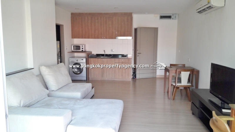 Tree Condo Sukhumvit 52: 1 bed 55 sqm corner unit close to BTS