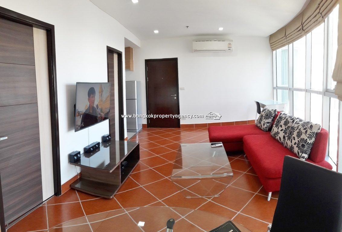 Leluk Condominium: 1 Bed Corner room 47 sqm on high floor/Refurbished