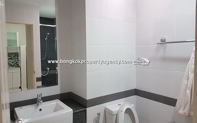 A Space Asoke-Ratchada: 1 bed 35 sqm fully furnished with pool view