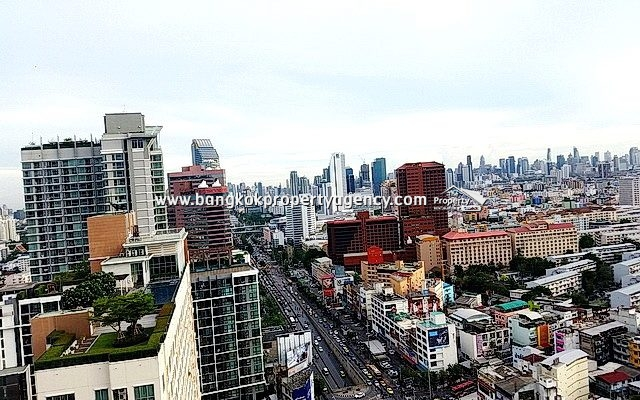 Centric Ratchada Huai Khwang: 1 bed 32 sqm furnished on high floor