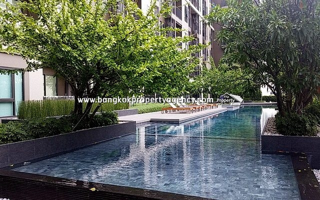 Centric Ratchada Huai Khwang: 1 bed 32 sqm furnished with pool view