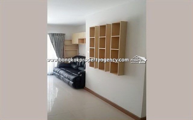 Ivy Ratchada: 2 bed 66 sqm fully furnished corner unit with pool view