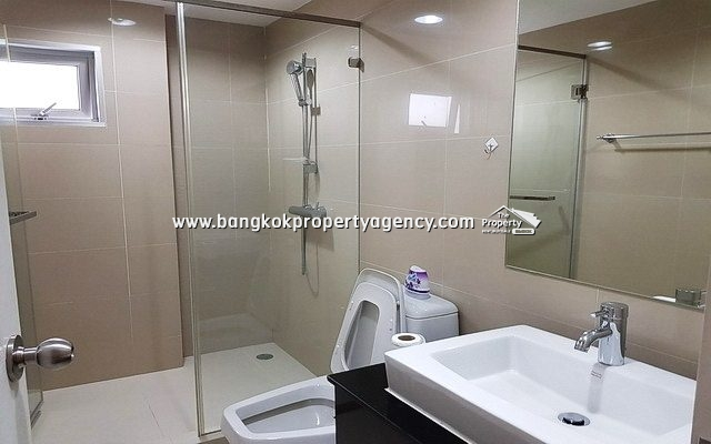 Belle Grand Rama 9: 2 bed 69 sqm fully furnished unit with pool view