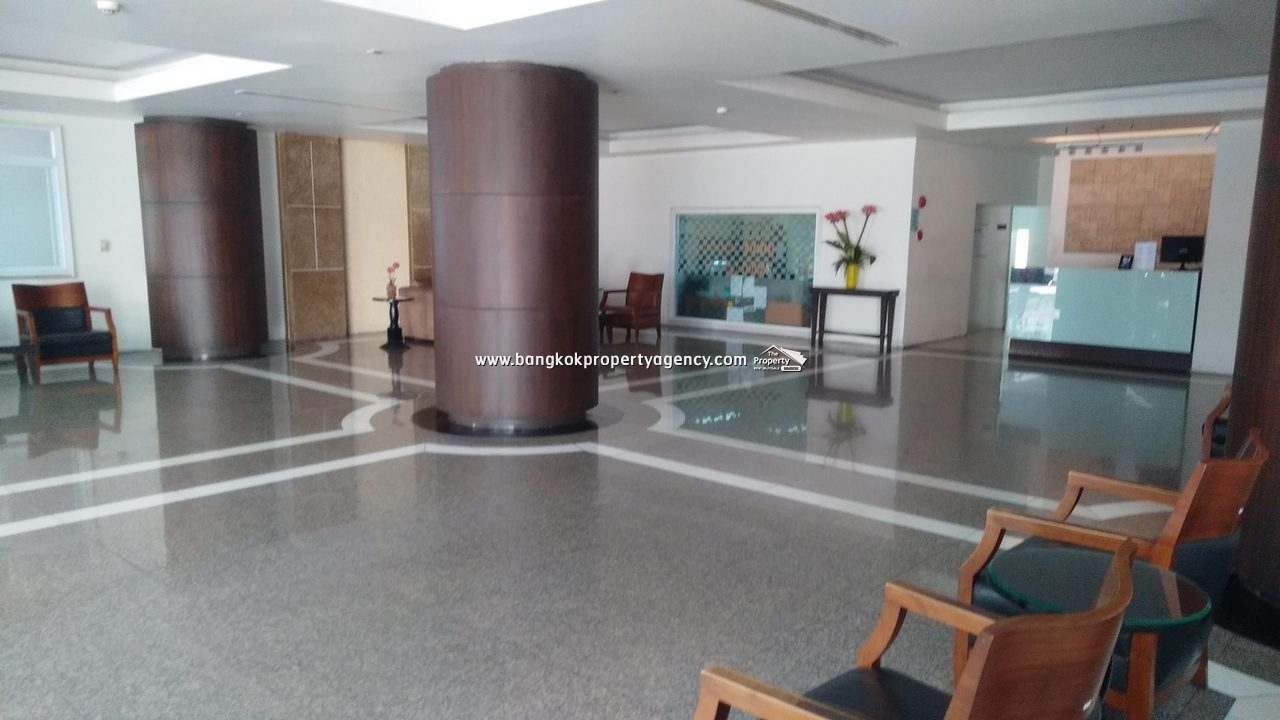 Watthana Heights Asoke: 5 bed/4 bed 336 sqm condo on high floor/close to BTS