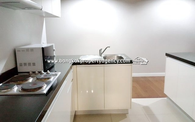 Belle Grand Rama 9: 2 bed 96 sqm fully furnished with pool view